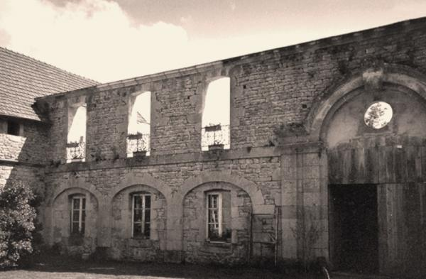 Crux-la-Ville (Nièvre) Le château de Berle CPA