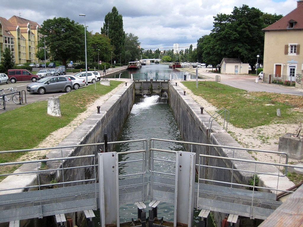 Dijon (Côte d'Or) Ecluse du Canal de Bourgogne