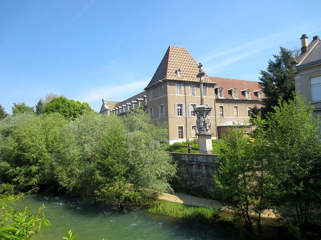 Dijon (Côte d'Or) L'Hôpital Général et la rivière Ouche