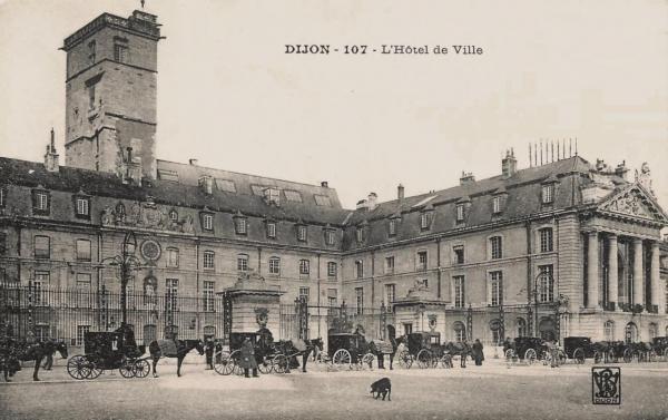 Dijon (Côte d'Or) Le Palais des ducs de Bourgogne, Hôtel de ville CPA