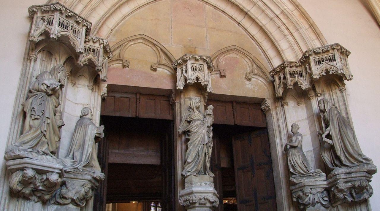 Dijon (Côte d'Or) La chapelle de la Chartreuse de Champmol, portail