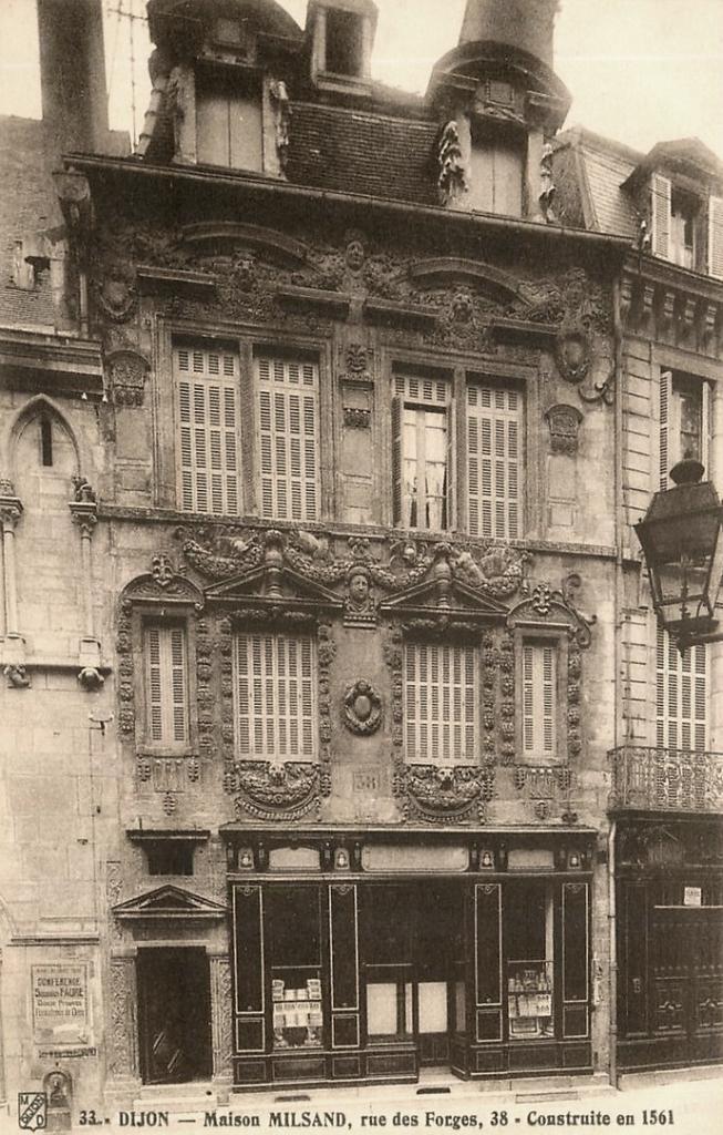 Dijon (Côte d'Or) La Maison des Ambassadeurs, rue des Forges CPA