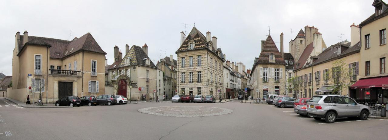 Dijon (Côte d'Or) La place des Cordeliers