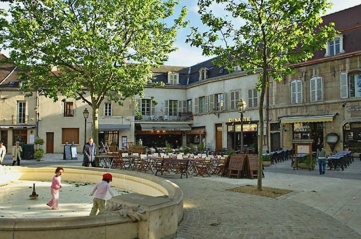 Dijon (Côte d'Or) La place Emile Zola