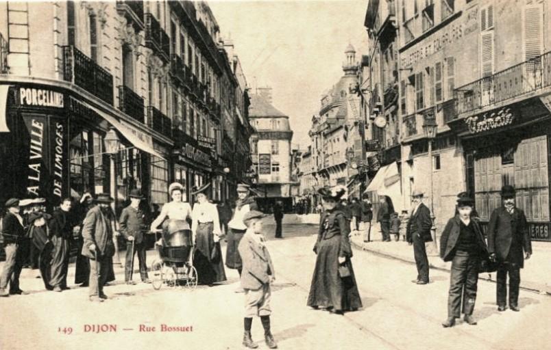 Dijon (Côte d'Or) La rue Bossuet CPA