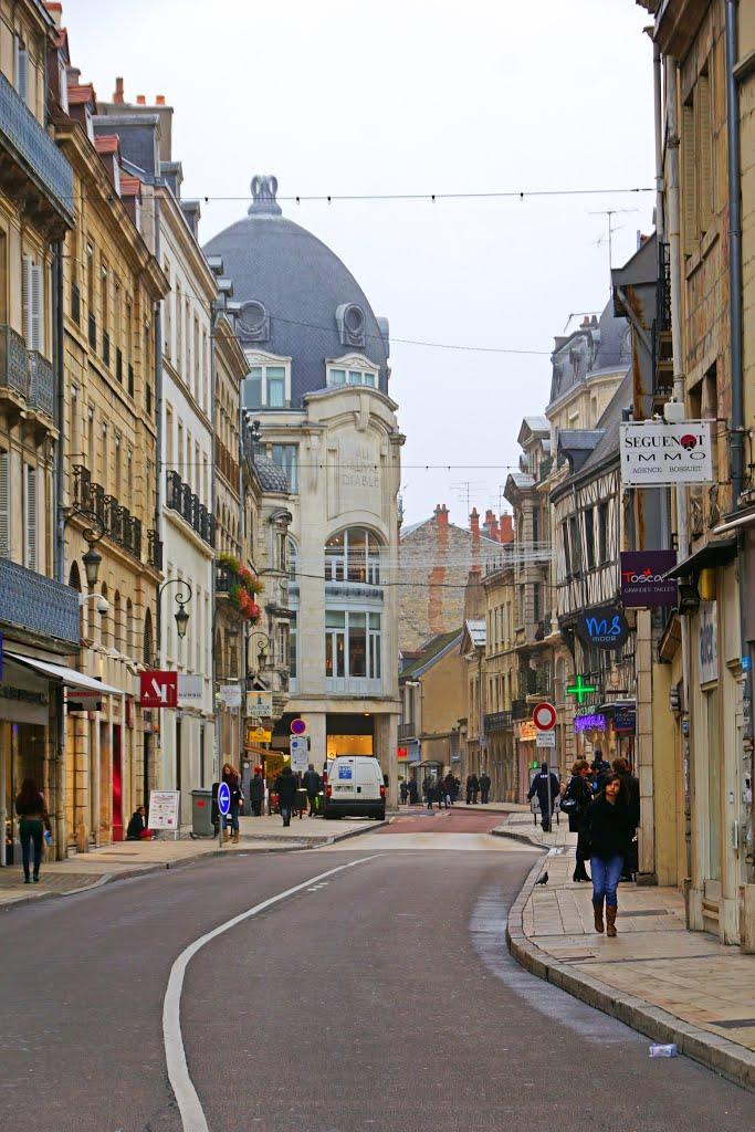 Dijon (Côte d'Or) La rue Bossuet
