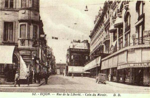 Dijon (Côte d'Or) La rue de la Liberté CPA