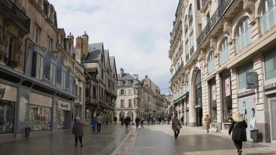 Dijon (Côte d'Or) La rue de la Liberté