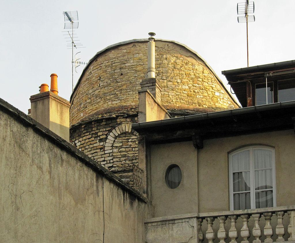 Dijon (Côte d'Or) La Tour du Petit Saint Bénigne