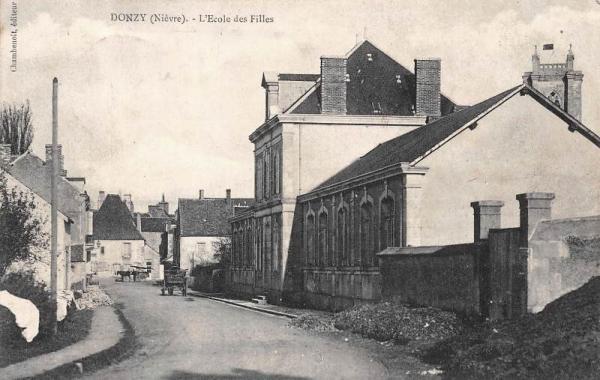 Donzy (Nièvre) L'école de filles CPA