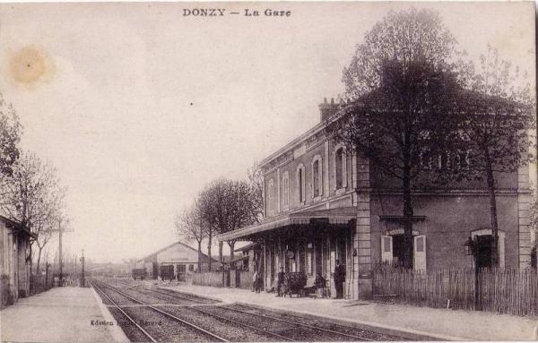 Donzy (Nièvre) La gare CPA