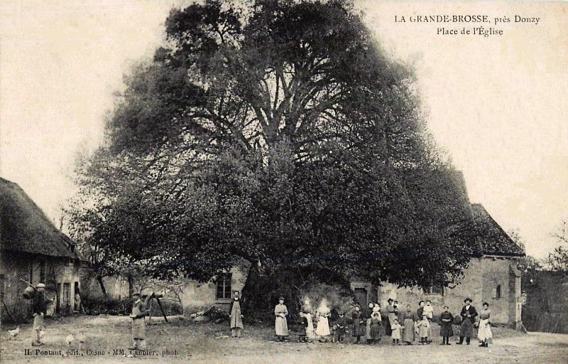 Donzy (Nièvre) La Grande Brosse, la place CPA