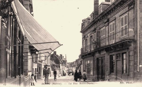 Donzy (Nièvre) La rue Notre-Dame CPA