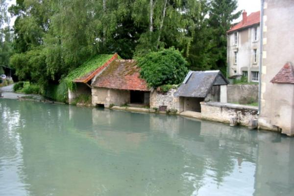Donzy (Nièvre) Un lavoir