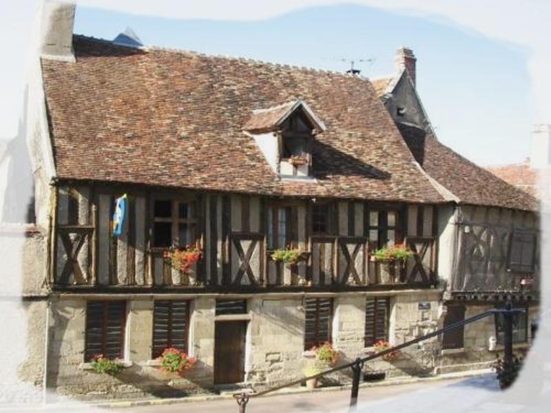 Donzy (Nièvre) Une maison à pans de bois