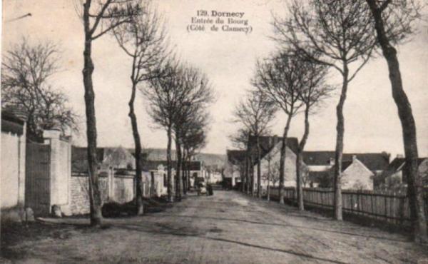 Dornecy (Nièvre) L'entrée du village CPA