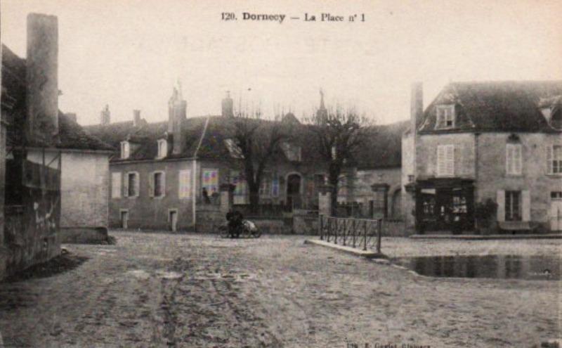 Dornecy (Nièvre) La place CPA