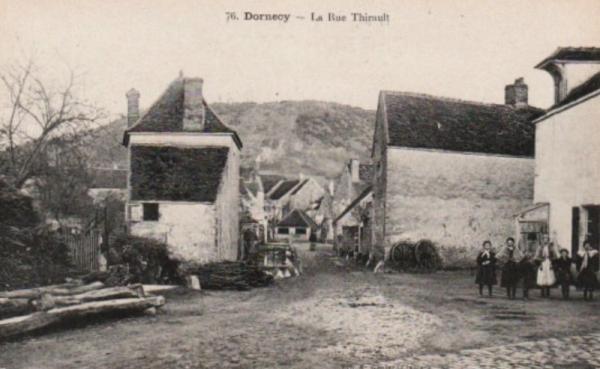 Dornecy (Nièvre) La rue Thirault CPA