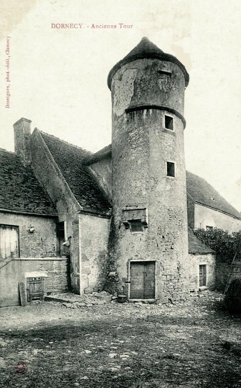 Dornecy (Nièvre) La tour de la Porte de Bourgogne CPA