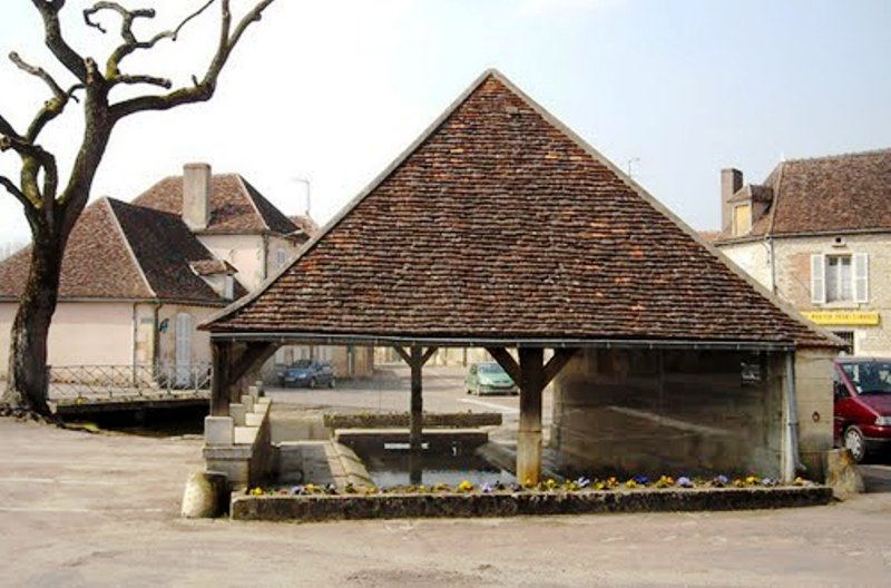 Dornecy (Nièvre) Le grand lavoir