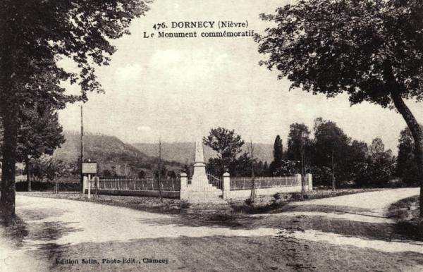 Dornecy (Nièvre) Le monument aux morts CPA