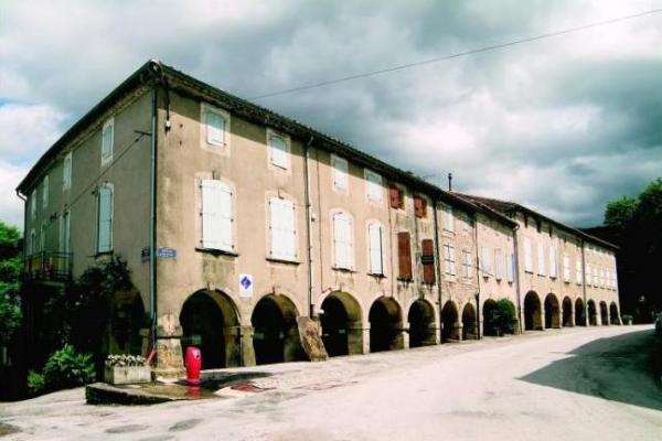 Dourgne (Tarn) avenue Maquis maisons à couverts