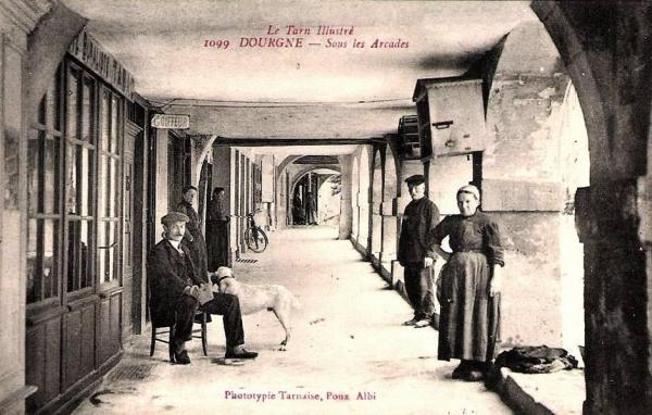 Dourgne (Tarn) CPA sous les arcades