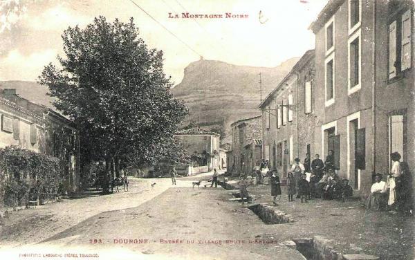 Dourgne (Tarn) CPA entrée du village et route d'Arfons