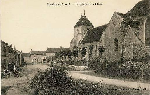 Essises (Aisne) CPA l'église et la place