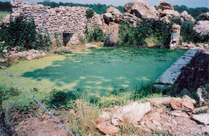 Essises (Aisne) lavoir des Caquerêts