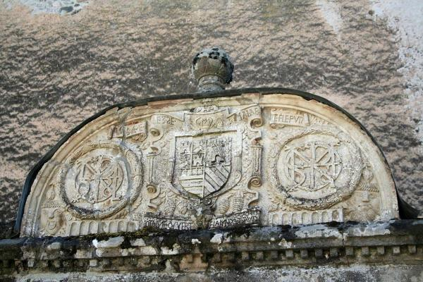 Fayet (Aveyron) Château de Fayet, le puits
