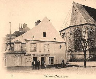 Fère-en-Tardenois (Aisne) CPA derrière l'église Sainte Macre