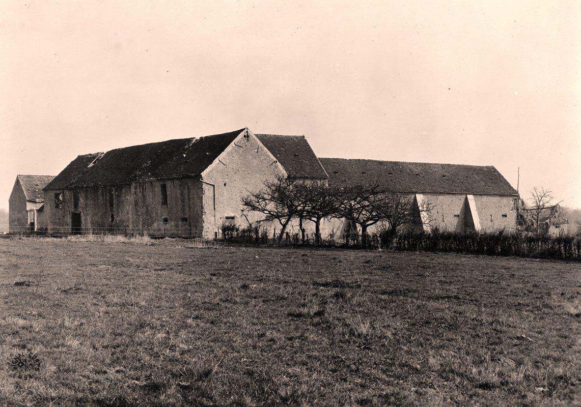 Fère-en-Tardenois (Aisne) CPA Ferme Croix-Rouge 1918