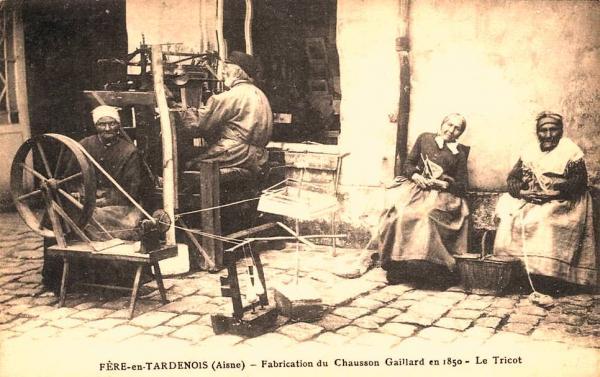 Fère-en-Tardenois (Aisne) CPA la fabrique de chaussons