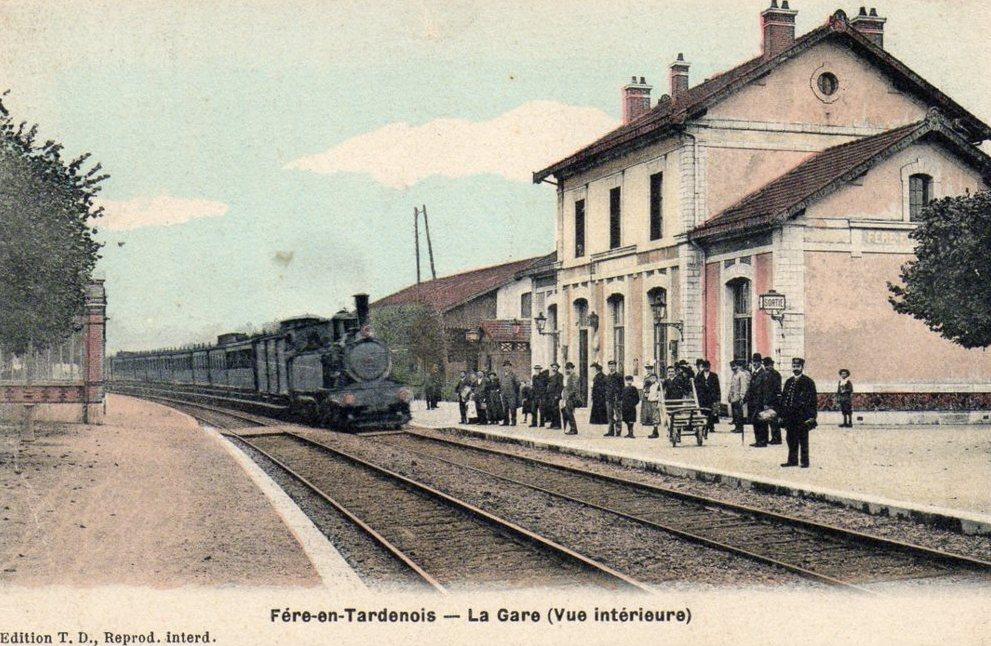 Fère-en-Tardenois (Aisne) CPA la gare