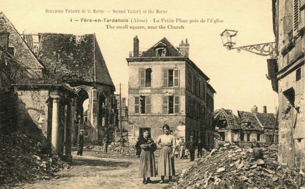 Fère-en-Tardenois (Aisne) CPA la petite place, ruines 14-18