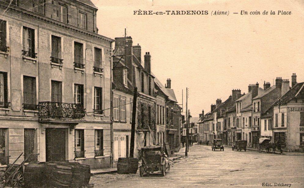 Fère-en-Tardenois (Aisne) CPA la place