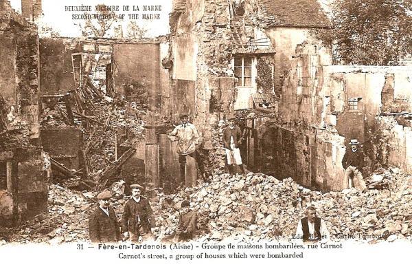 Fère-en-Tardenois (Aisne) CPA la rue Carnot 14-18