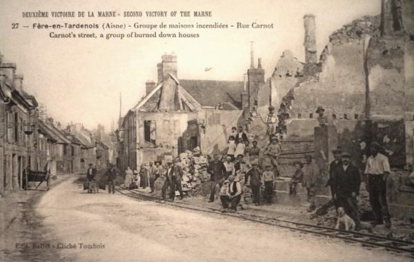 Fère-en-Tardenois (Aisne) CPA la rue Carnot
