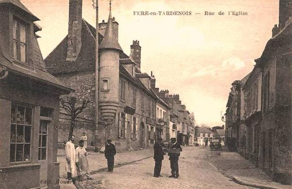 Fère-en-Tardenois (Aisne) CPA la rue de l'église