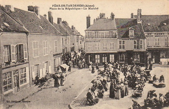 Fère-en-Tardenois (Aisne) CPA la rue du marché