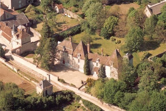 Fleurey-sur-Ouche (Côte d'Or) Le château du Prieuré