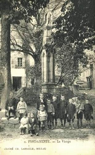 Fondamente (Aveyron) CPA Place de la vierge