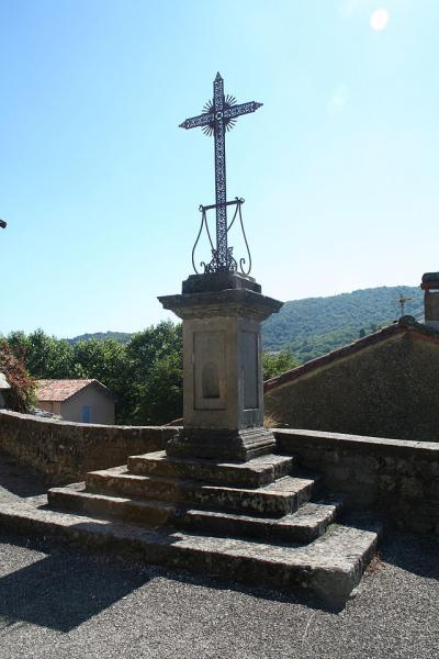 Fondamente (Aveyron) Près de l'église