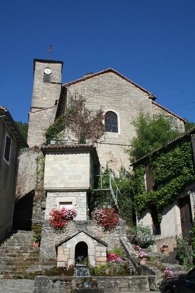 Fondamente (Aveyron) Eglise Saint Pierre et fontaine