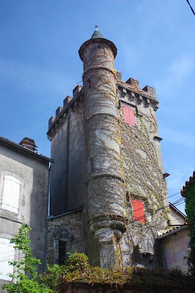 Fondamente (Aveyron) Saint-Maurice-de-Sorgues, tour du château