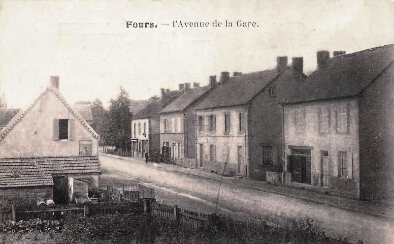 Fours (Nièvre) L'avenue de la gare CPA