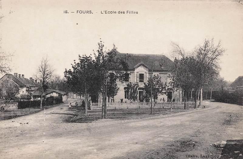 Fours (Nièvre) L'Ecole des filles CPA