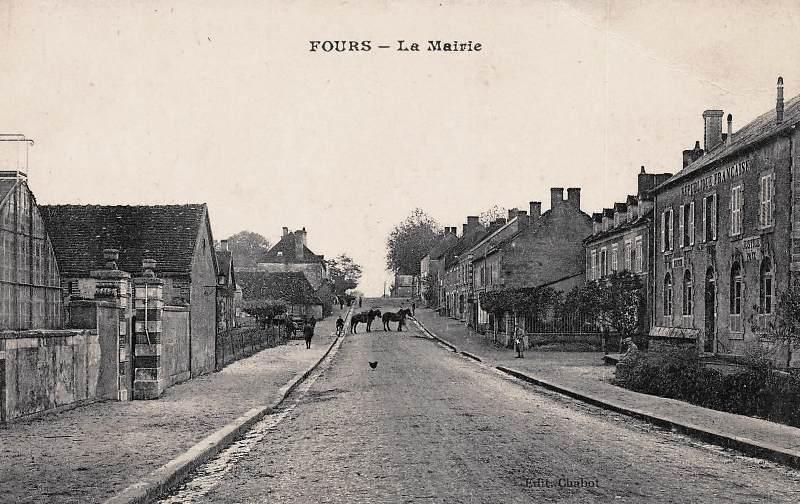 Fours (Nièvre) La Mairie CPA