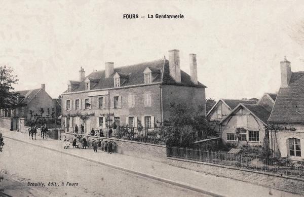 Fours (Nièvre) La Gendarmerie CPA